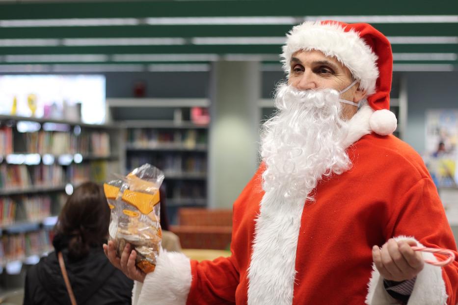 Santa Makes Library Detour En Route To North Pole